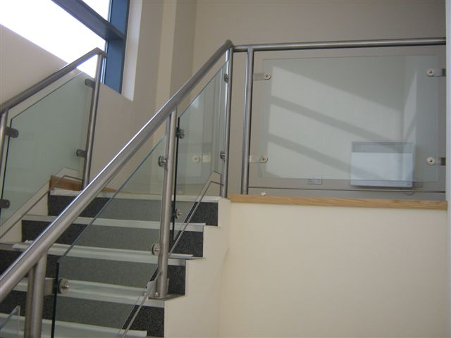stainless steel balustrade with glass