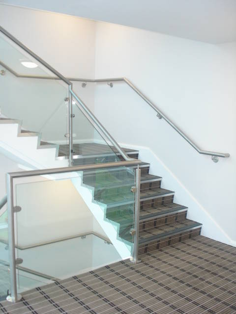 stainless steel balustrade with glass infill
